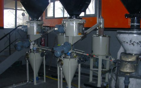 Silo Austrags- und Dosiergerät DDS 400 für Pulveraktivkohle, Zwischenbehälter auf Wägeeinrichtung, ´Feststoff Wasserstrahl Pumpe