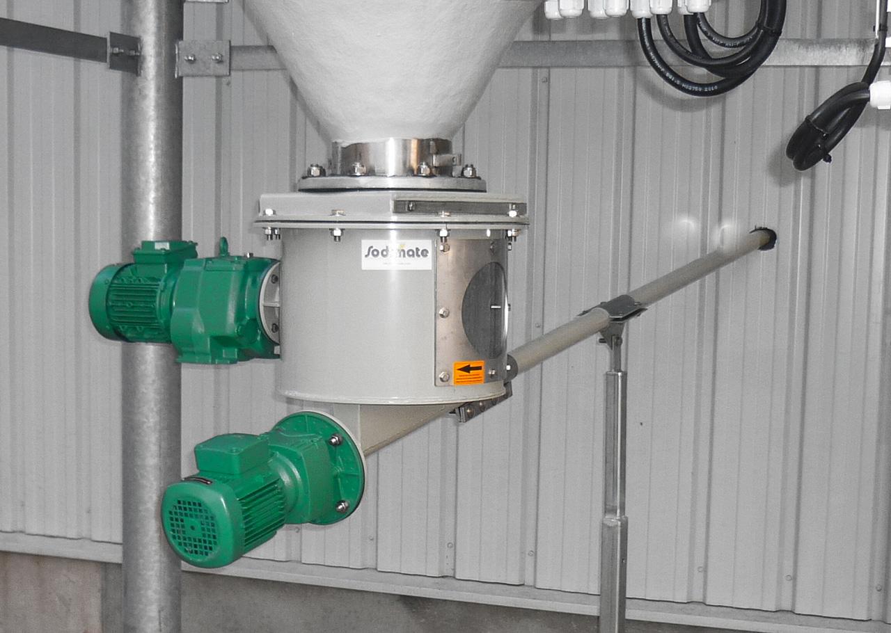 Das Silo Austrags- und Dosiergerät DDS 400 ist eine rein mechanische Silo Austragshilfe. Der Siloaustrag und die Dosierung erfolgt ohne weiteren Austragshilfen wie Fluidisierung, Vibrationsboden, Rüttler oder Zellradschleuse