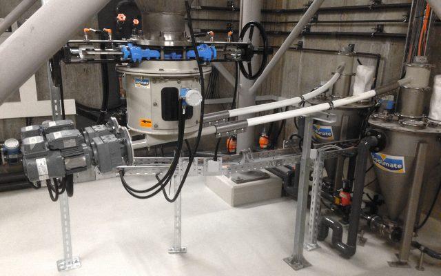 Silo Austrags- und Dosiergerät mit 2 flexiblen Dosierschnecken für Pulveraktivkohle mit nachgeschalteten Feststoff-Wasserstrahl-Pumpen
