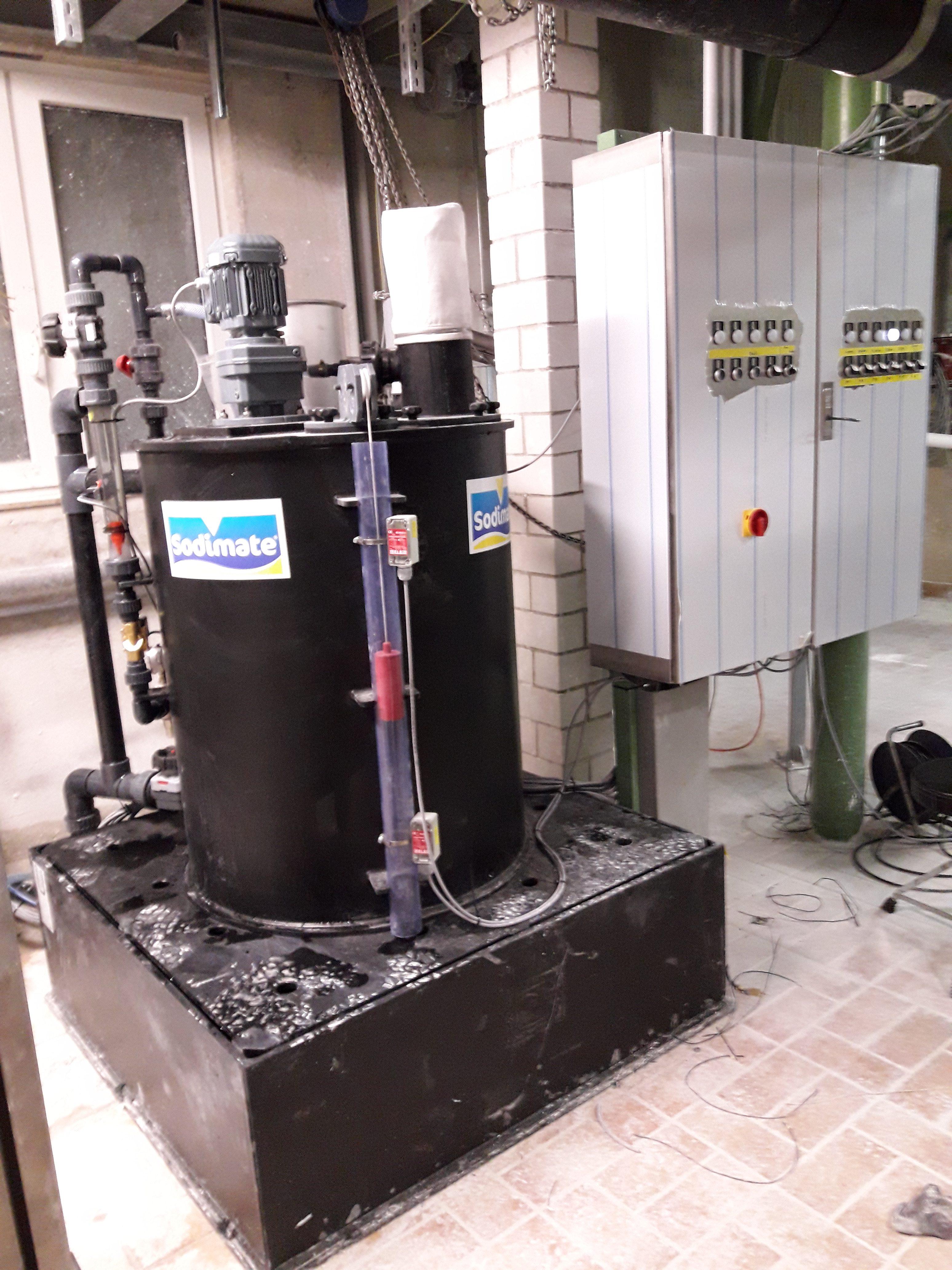 Kalkmilch Ansetzbehälter mit Auffangwanne nach WHG ( Wasserhaushaltsgesetz )
