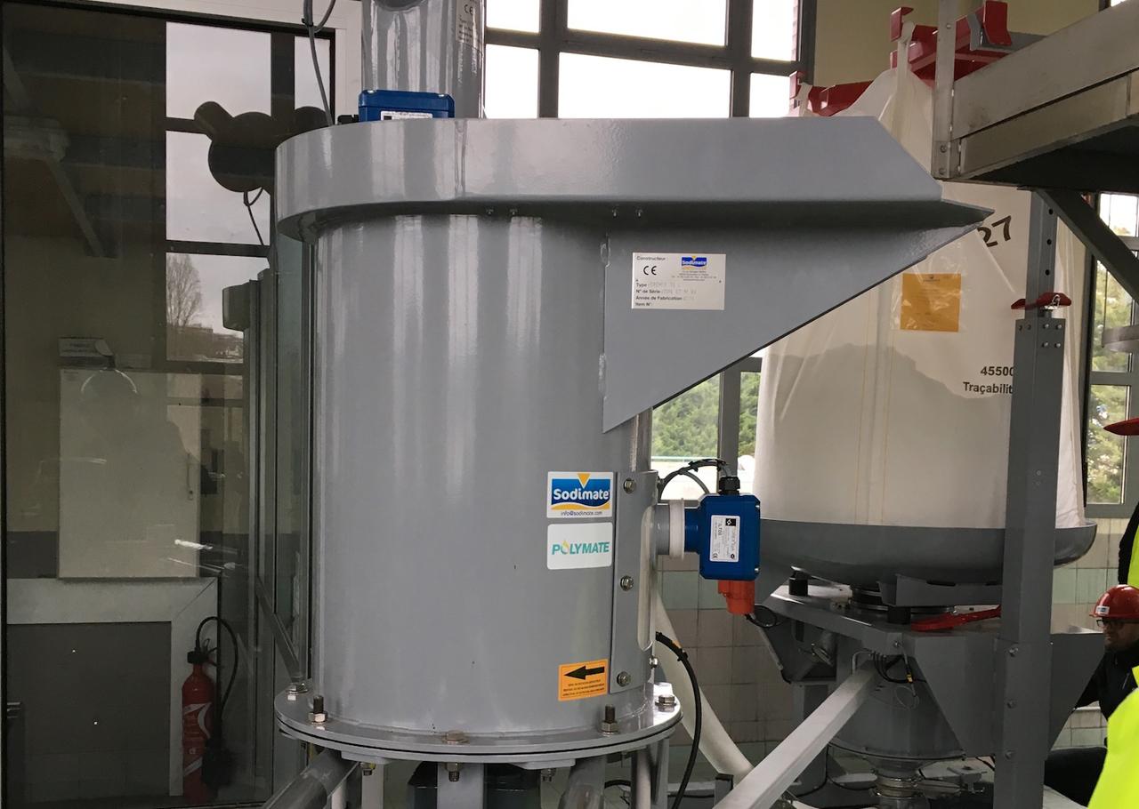 Der Kompaktdosierer ist ein mechanisches Austrags- und Dosiergerät für pulverförmige Schüttgüter.