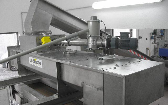 Klärschlamm Kalkung mit Branntkalk bestehend aus Doppel Paddelwellen-Mischer, Schlammförderschnecke, Kalk-Injektor, Kalk-Dosierschnecke