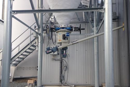 Das Silo Austrags- und Dosiergerät ZDM 400 ist eine rein mechanische Silo Austragshilfe. Der Siloaustrag und die Dosierung erfolgt ohne weiteren Austragshilfen wie Fluidisierung, Vibrationsboden, Rüttler oder Zellradschleuse
