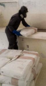 Kalklöschanlage - Bis zu 100 Säcke am Tag werden von diesem Arbeiter gestemmt
